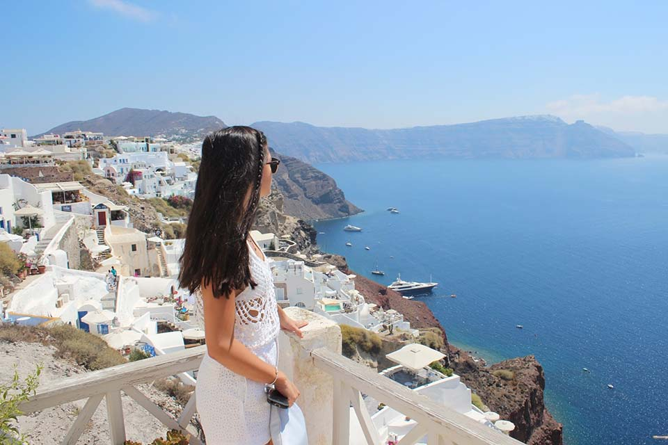 How many days do I need to see Santorini?